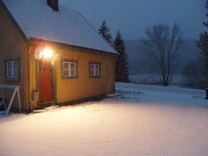 Snow on the driveway with the old Svenseid Godshus